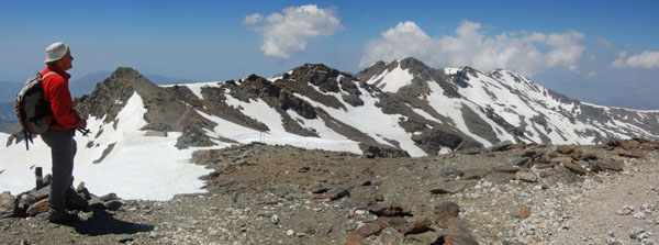 Tajos de la Virgen from Veleta col, with Carihuela hut and a lot of snow for late June